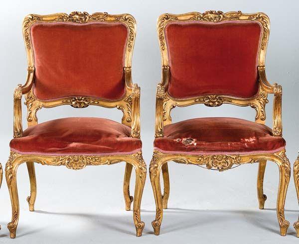 Pareja de sillones de madera dorada y tallada estilo luis for Muebles de oficina luis xv