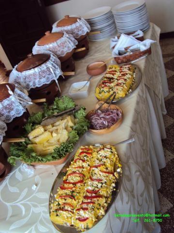 Buffet criollo en ollas de barro servicio de comidas for Decoracion de jardin con ollas de barro