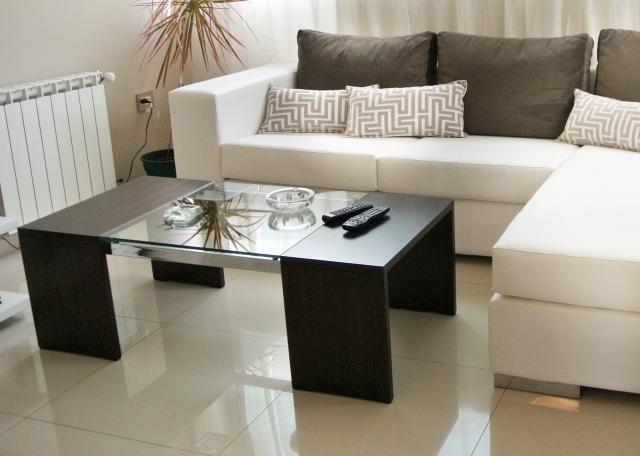 Celeste diforte mesa de living atlantic y sill n for Mesa de esquinero