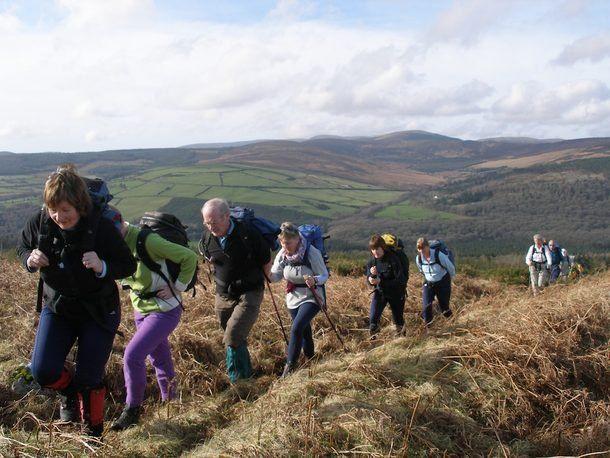 Un trekking di gruppo internazionale che unisce due bellissimi itinerari: le montagne irlandesi della Contea di Wicklow ed il Parco Nazionale di Snowdonia nel Galles.