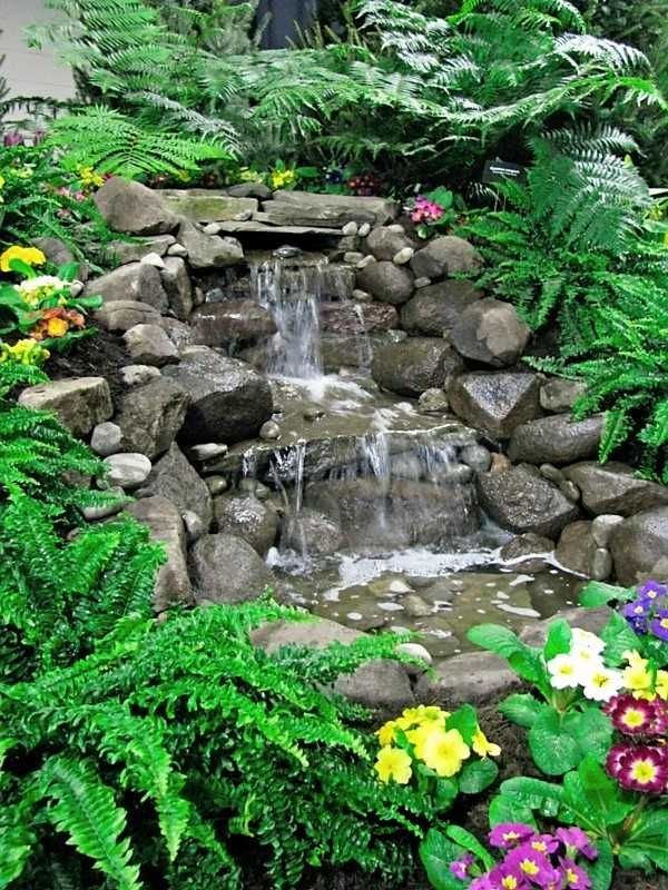 wohlfühlgarten ideen gestaltung-wasser anlagen-blühende pflanzen,