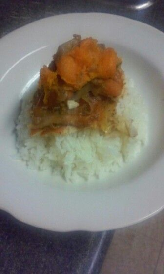 Brown sugar and garlic chickwn with sweet potatoes, onions, carrots and White rice.