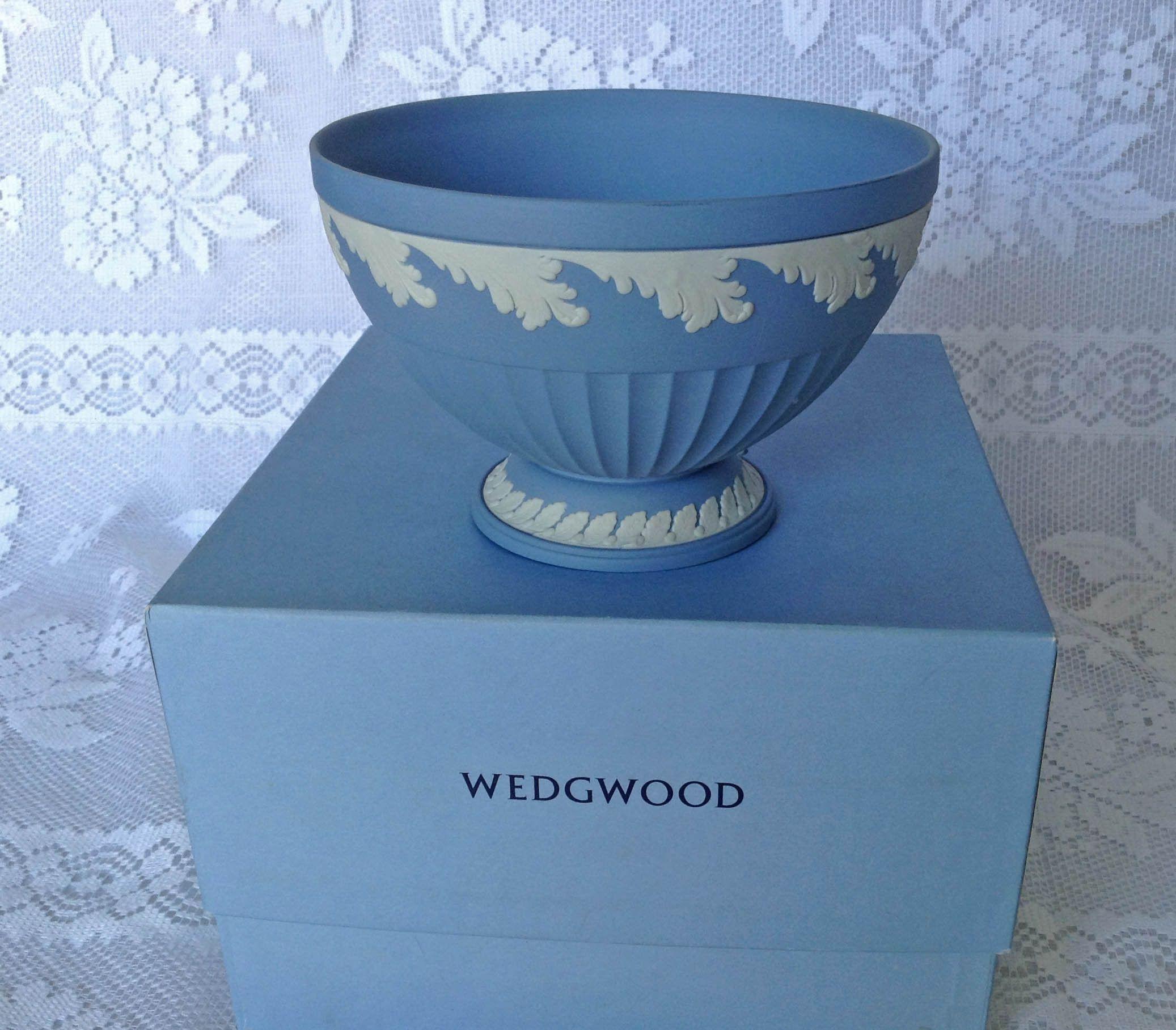 Wedgwood Jasperware Wedgwood Cream on Lavender Bowl MINT Condition Beautiful Pedestal Wedgwood Bowl New In Box