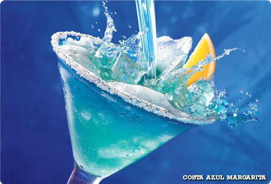 Sigue El Camino De Las Margaritas Y Encontraras Una Refrescante Costa Azul Blue Martini Martinis Drinks Margarita Bar