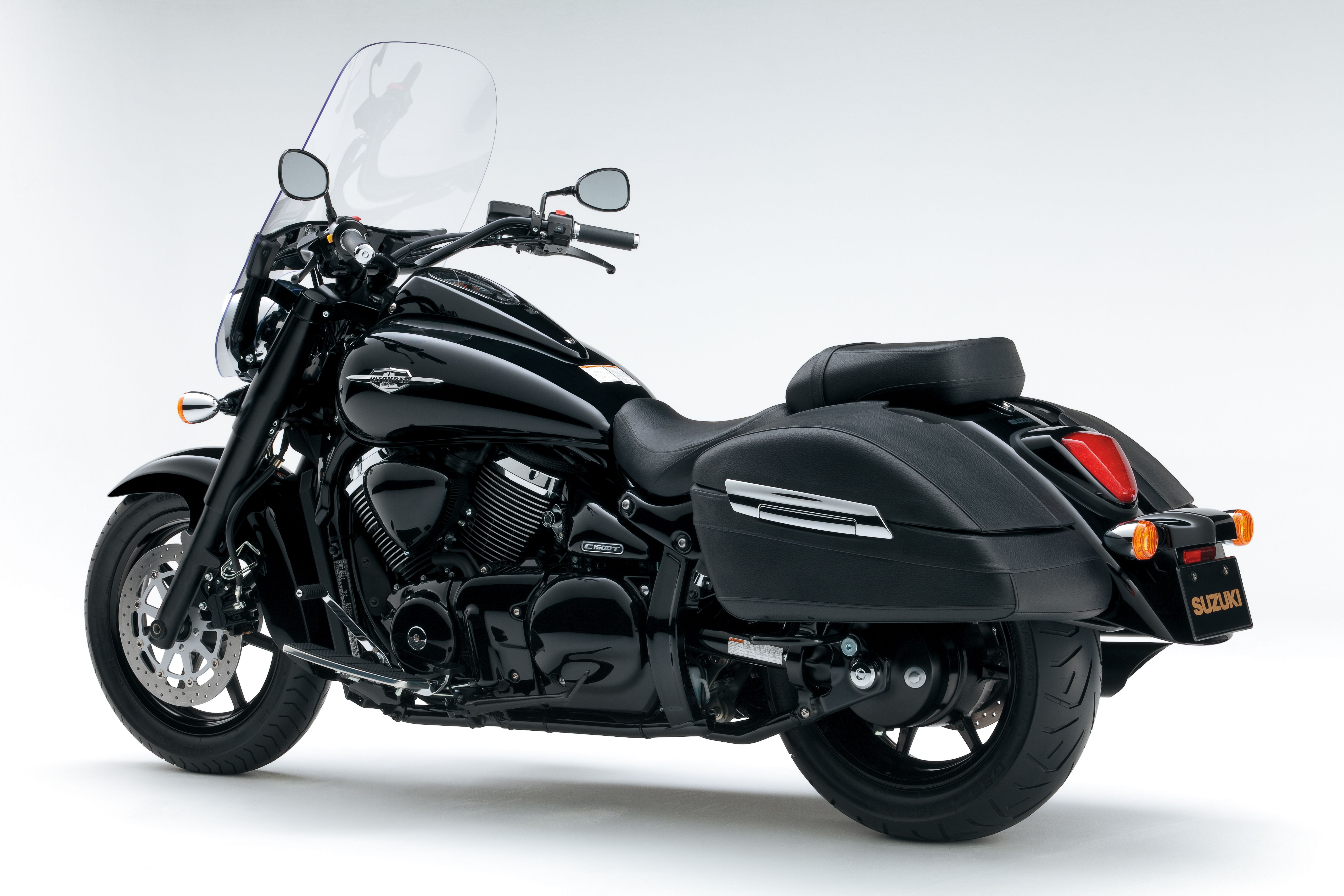 Take a quick spin aboard suzuki s affordable bagger in the 2015 suzuki boulevard quick ride article