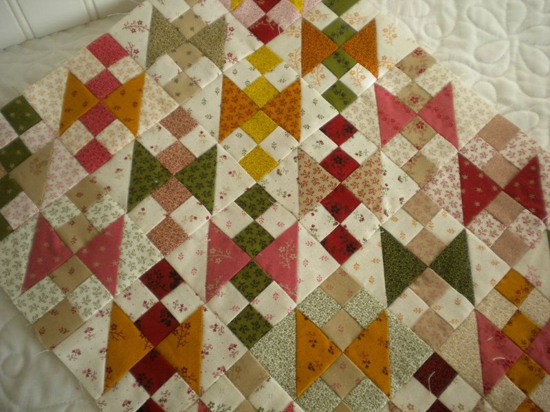 If you quilt, you probably have leftover fabrics from most of your projects. Put these scraps to good use with this roundup of easy mini charm pack projects.