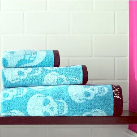 BETSEY JOHNSON SKULLS BLUE 3 PIECE BATH TOWEL SET NEW W// TAGS