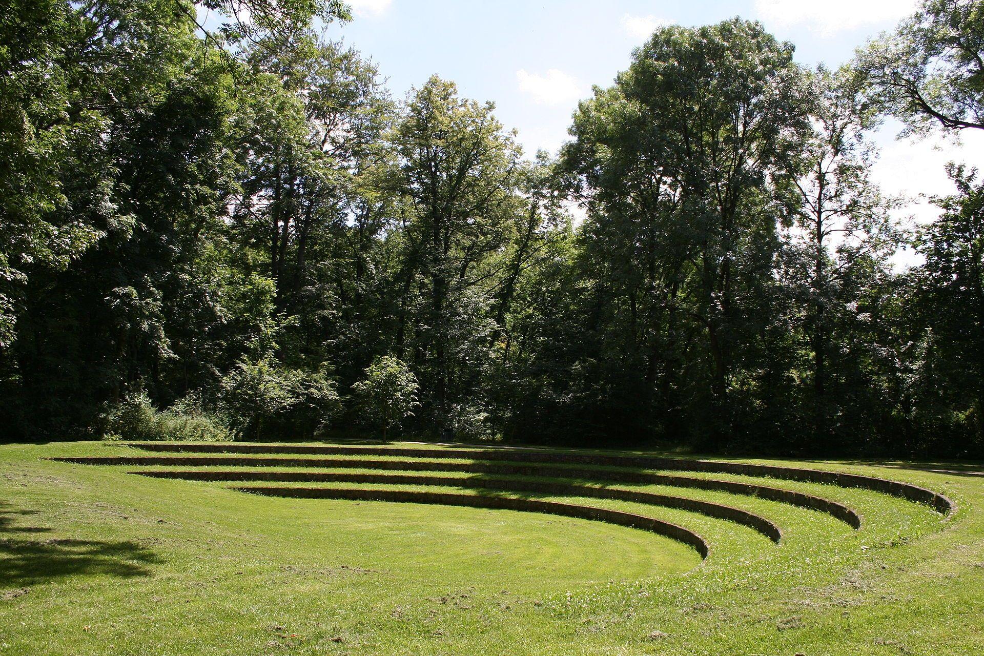 Small Amphitheatre Built In 1985 In The Englischer Garten Munich Bavaria Sloped Garden Landscape Design English Garden