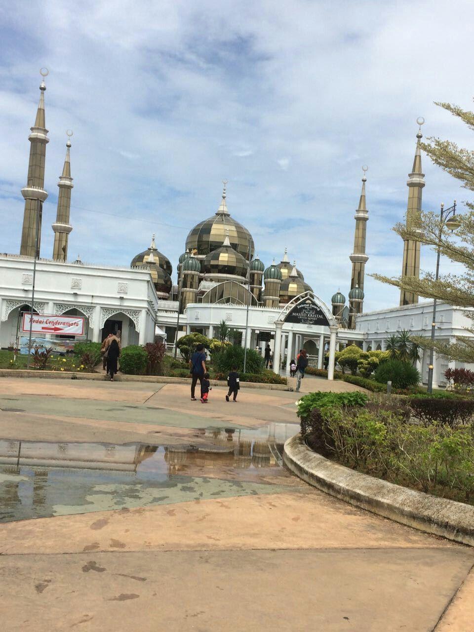 في ماليزيا اسمه مسجد الكريستال Taj Mahal Landmarks Building