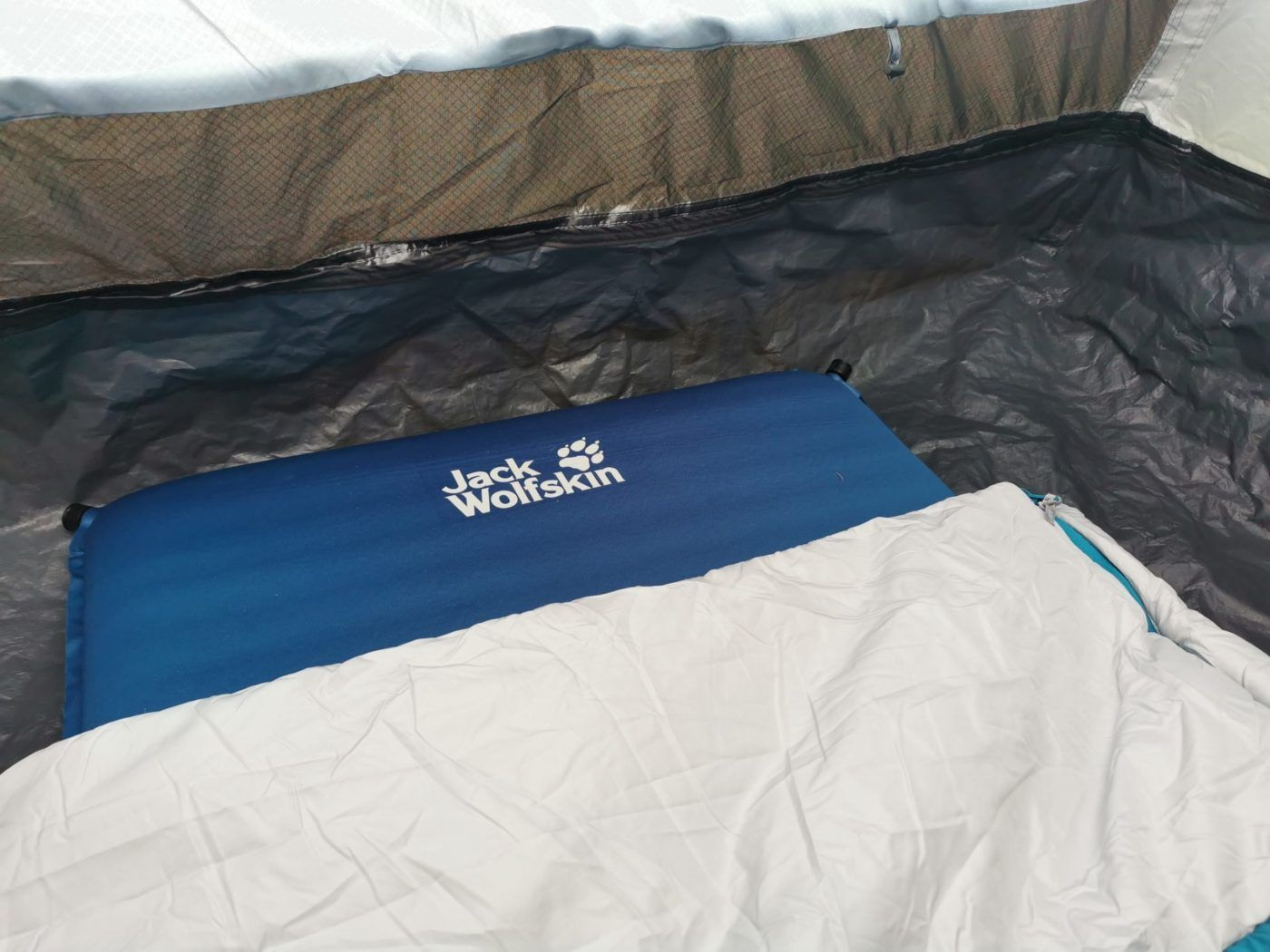 CAMPING GEAR Jack Wolfskin Wolfmat Camping SIM Review