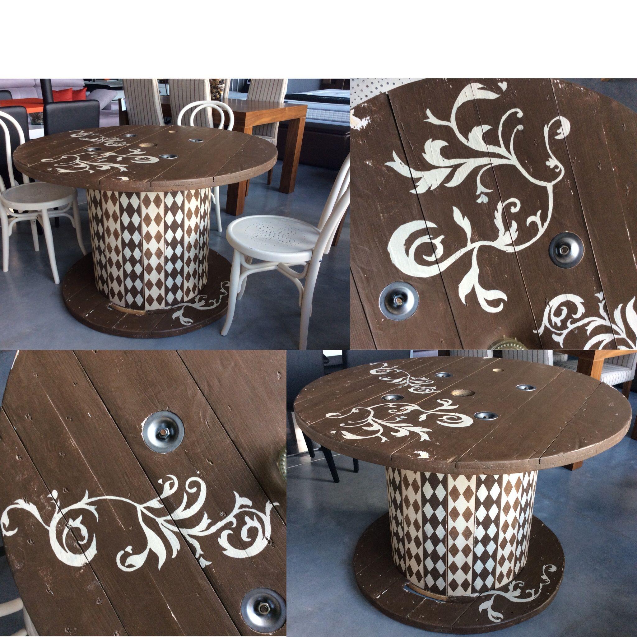 Mesa de bobina de cable reciclada pintada a mano muebles for Muebles reciclados