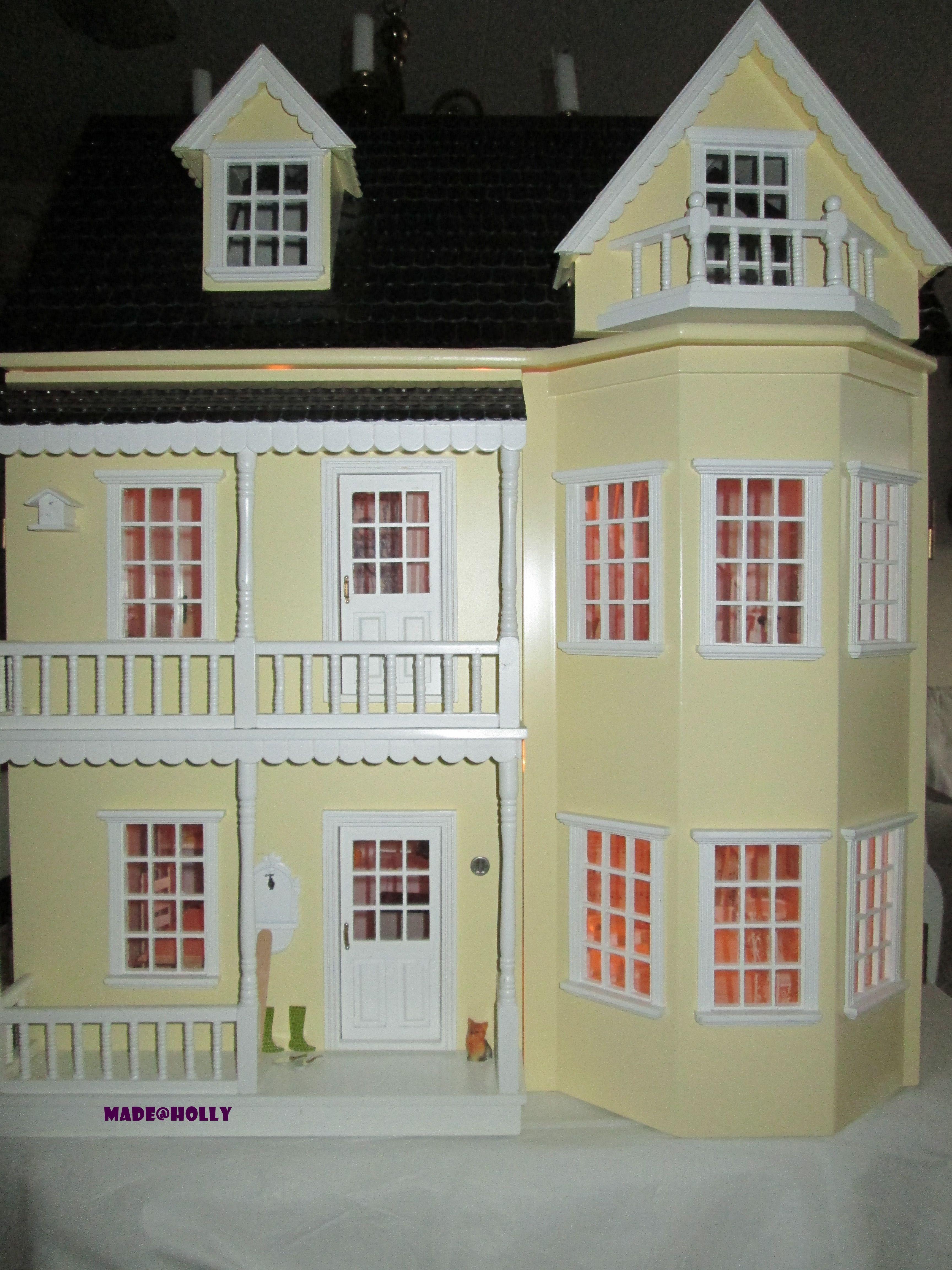 Dollhouses Holly