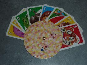 DIY   Etwas ganz schnelles für kleine Hände:   Meiner kleinen Tochter fallenbei Kartenspielen immer die Karten aus der Hand.   (Zumindest …