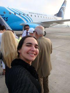 Egito, voando Egypt Air do Cairo até Luxor para visitar o Templo de Karnak e de Luxor.