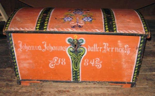 """Kiste frå Osterøy """"Ostrakiste"""" , produsert og malt i Mjøsvågen på Osterøy. alder 1884"""
