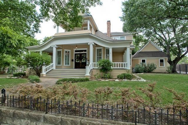 Historical Home Waxahachie Texas Wrap Around Porch Built 1894 Victorian Homes Old Victorian Homes Historic Homes
