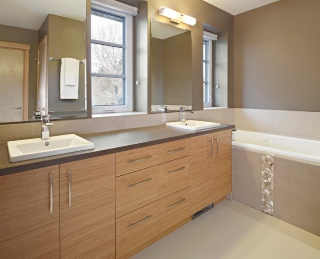 taupe-wandfarbe-bad-ohne-fliesen-holz-waschtischunterschrank - badezimmerwände ohne fliesen