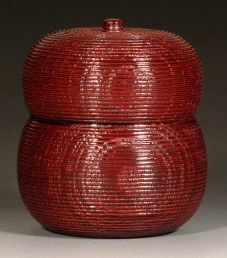 lacquered wood tea caddy (natsume); hyōtan (gourd) shape; with signed tomobako
