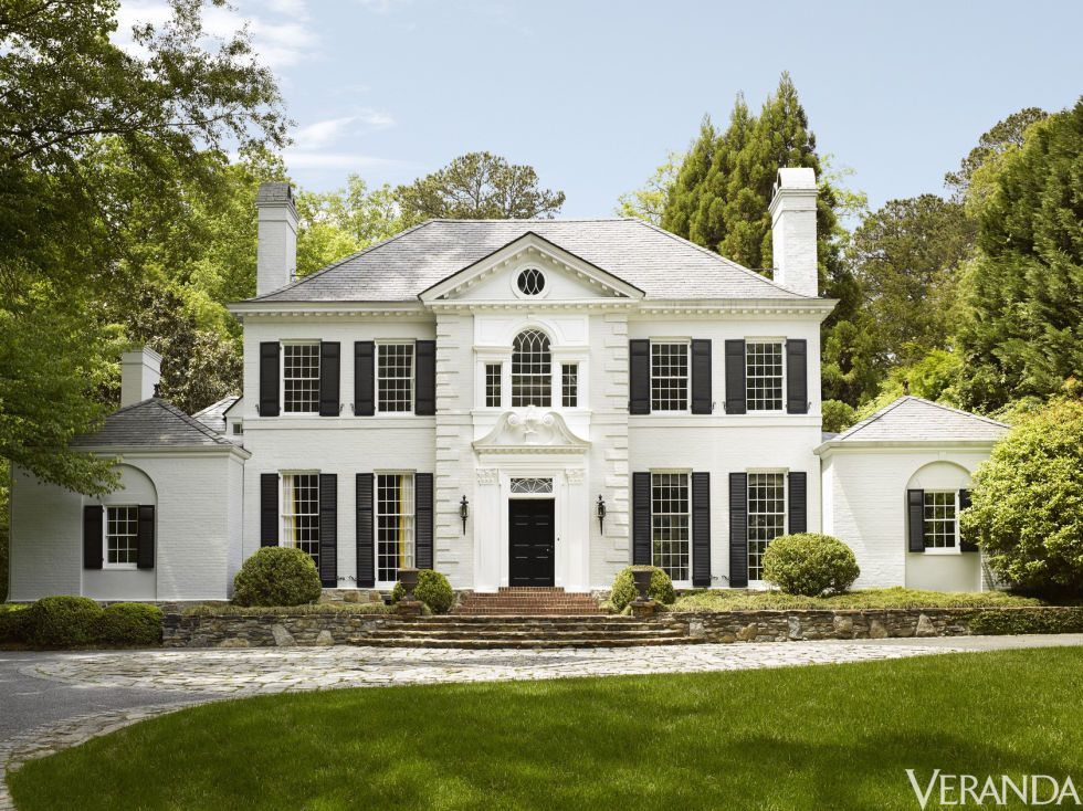 HOUSE TOUR A Traditional Facade Belies This Homes Punchy