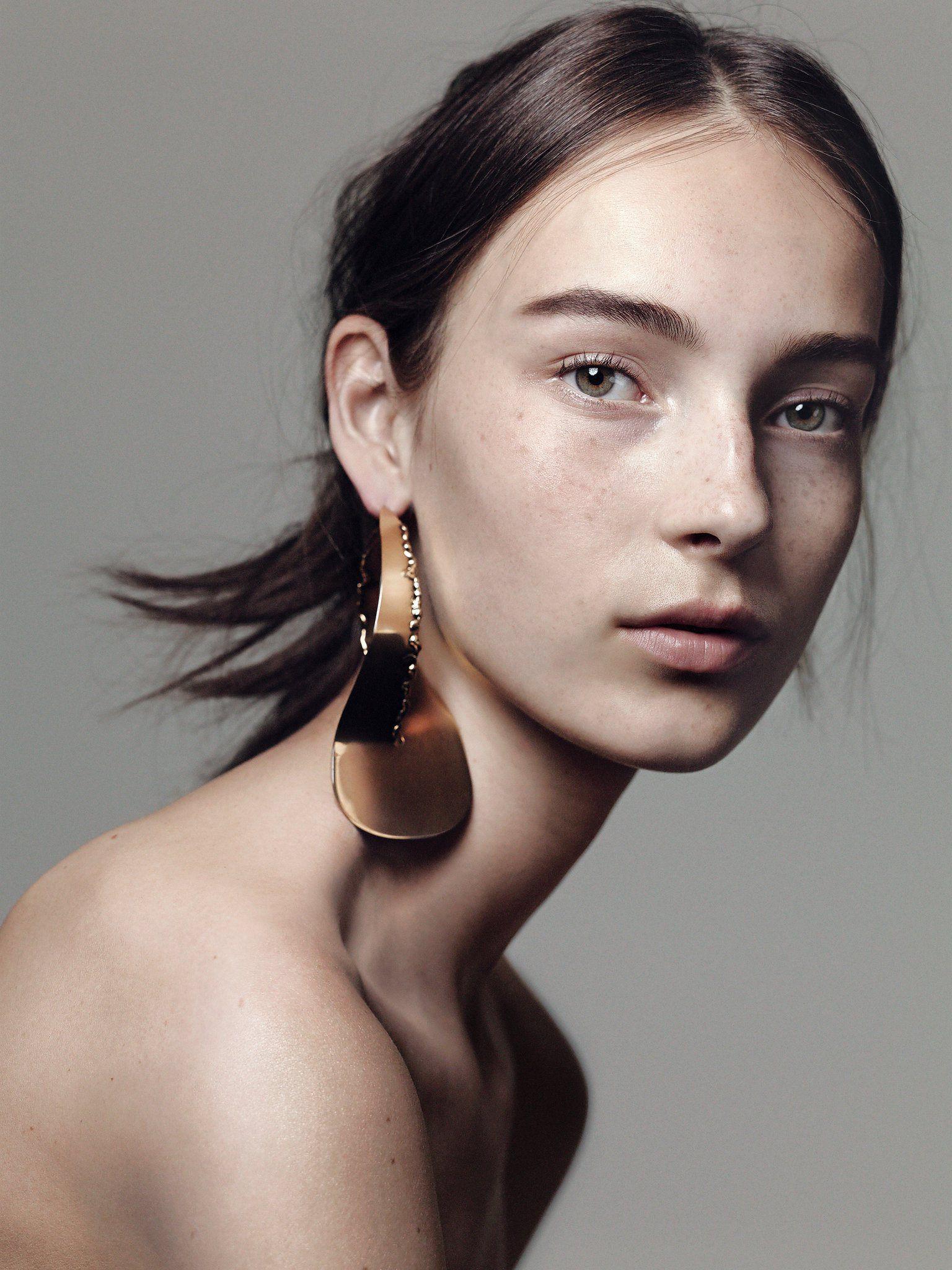 Communication on this topic: Victoria Hopper, flavia-arcaro/