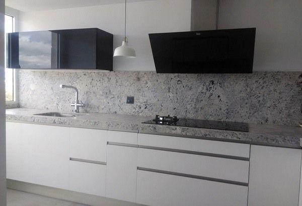 M s de 100 fotos de cocinas blancas y grises 2016 for Cocinas integrales blancas pequenas