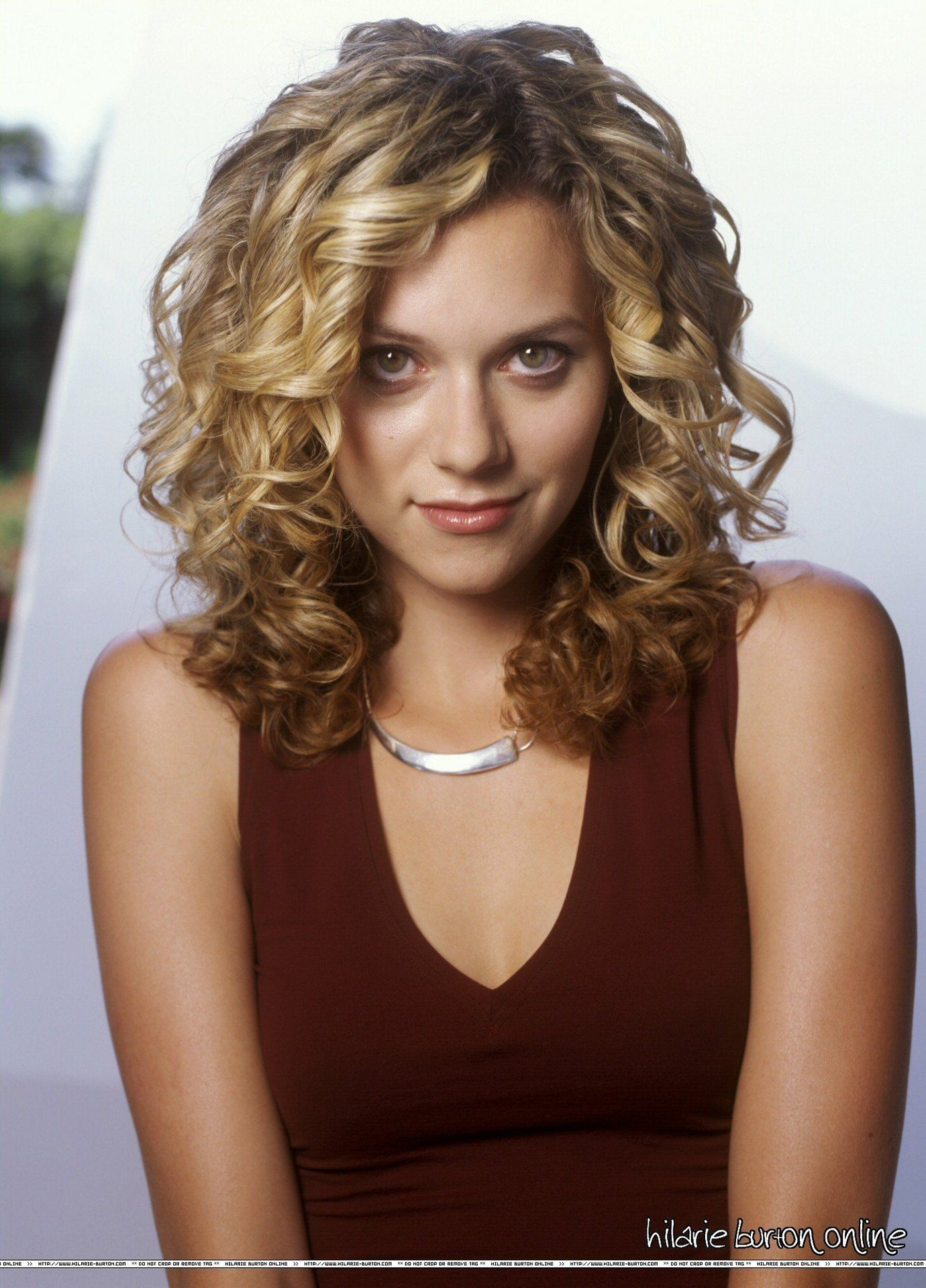 Peyton Sawyer / Hilarie Burton - love the hair def for my next perm job!