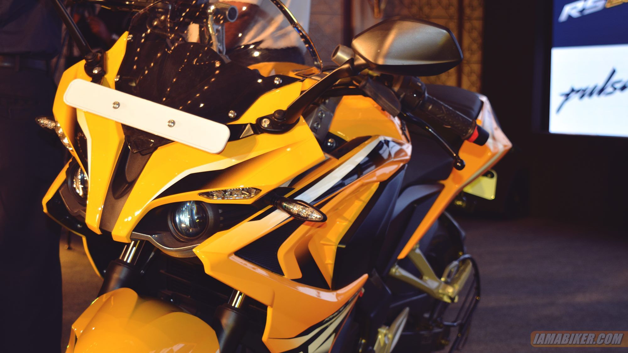 Pulsar RS 200 priced at 1.3 lakh for ABS version Sport