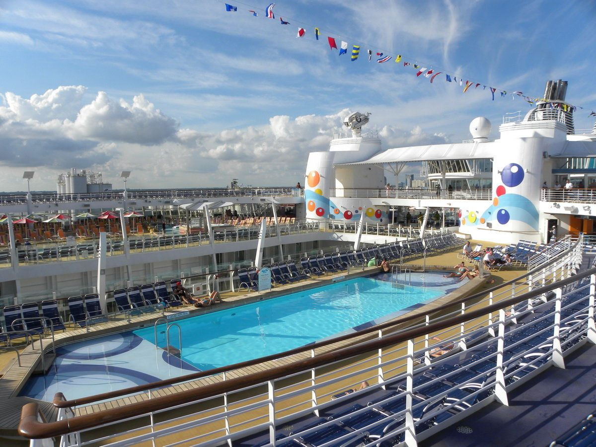 Oasis of the Seas Outdoors | Royal caribbean oasis, Oasis ...