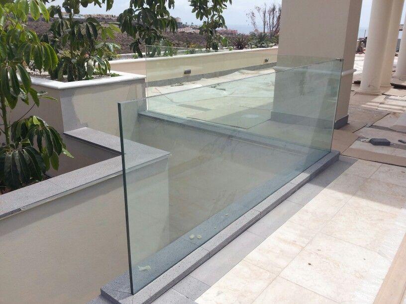 Barandilla de vidrio laminado 10+10 empotrado en piso Barandillas