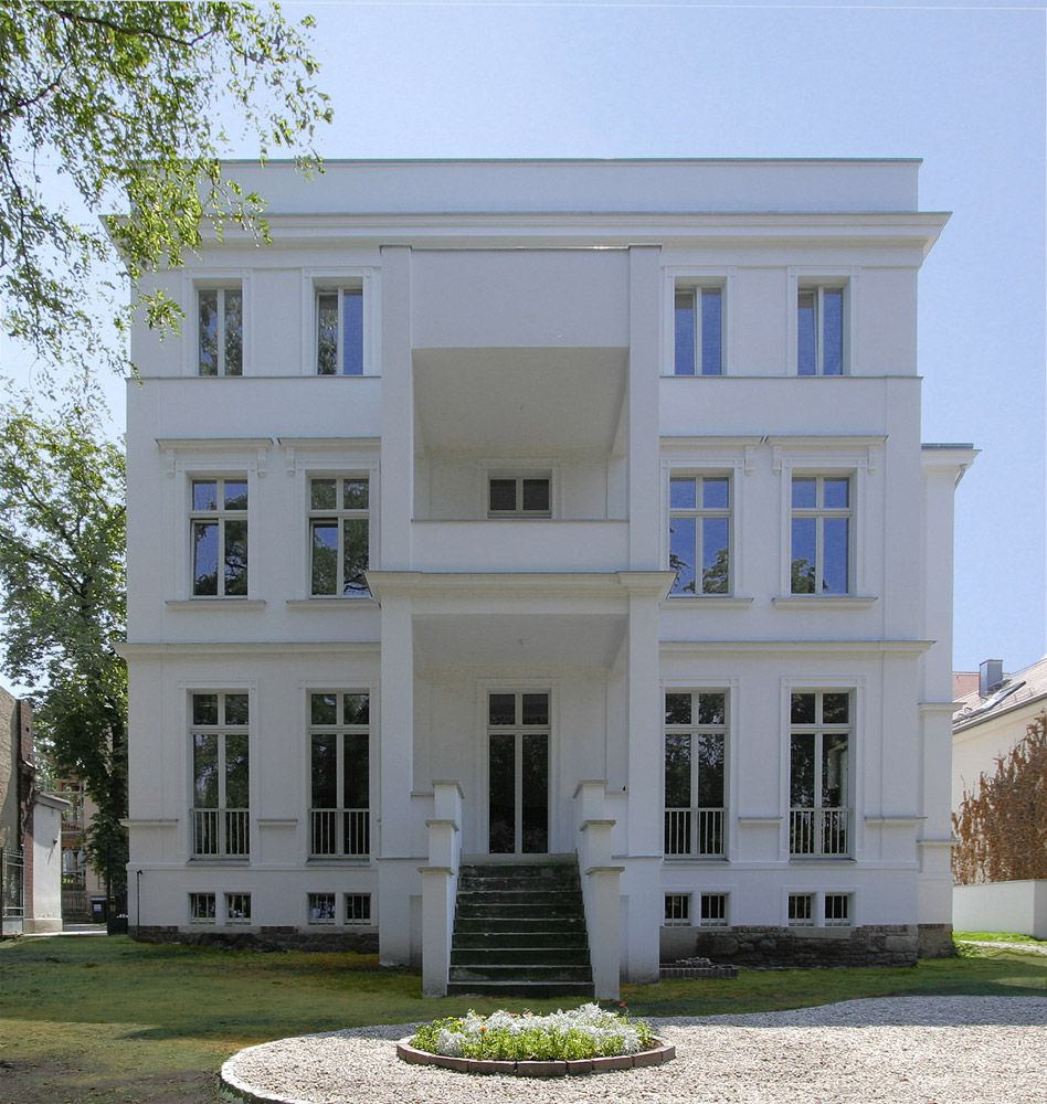 Umbau Und Sanierung Eines Denkmalgeschutzten Wohnhauses Aus Der Grunderzeit Vogel Cg Architekten Berlin Facade House Art Deco Home House Styles