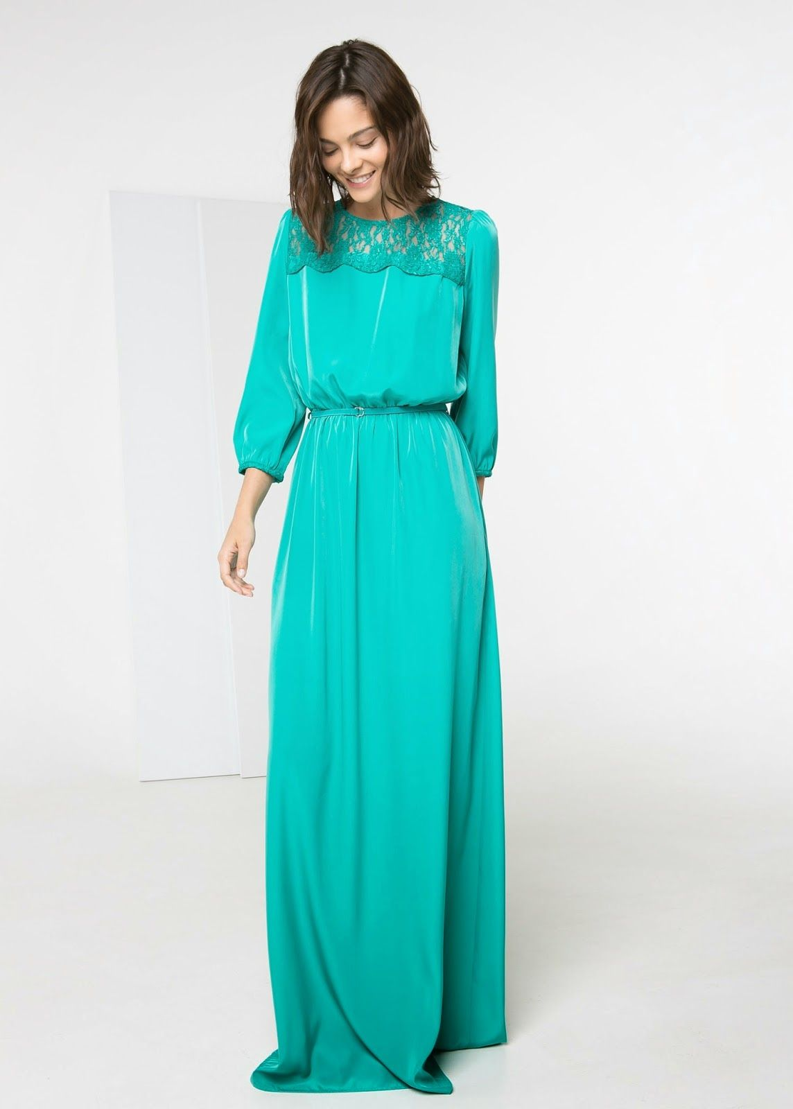 Modest maxi dress with sleeves | Follow Mode-sty for stylish modest clothing #nolayering