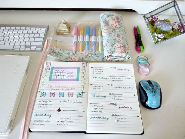 12 Pictures of Organized Desks That Will Actually Make You Want to Go Back to School and Study