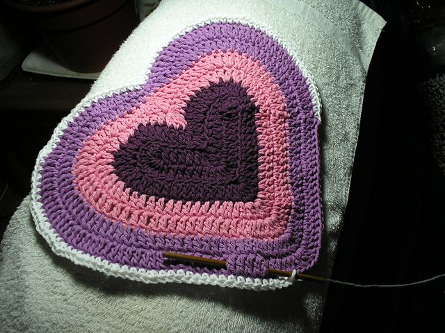 Valentine Dish Cloth pattern. Note to self...modify it to make a bike seat cover.
