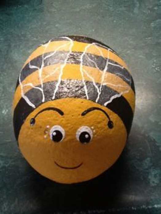how to paint a bee #rockart #rock #art #bee