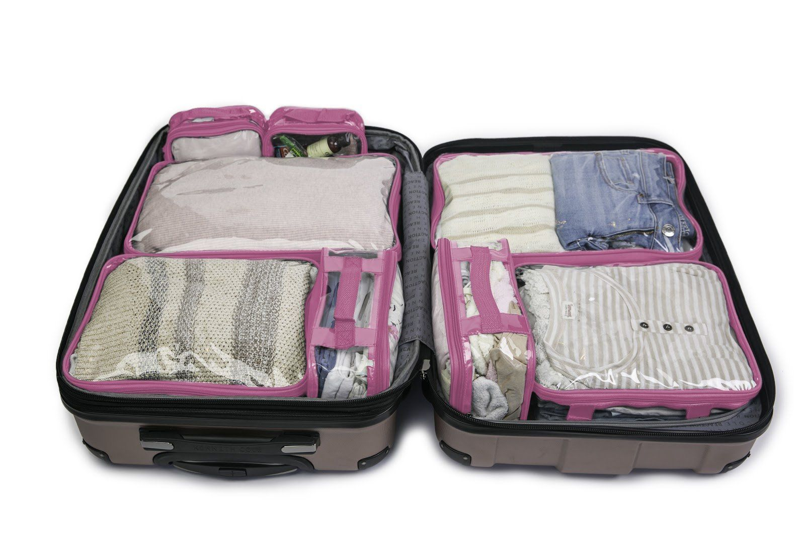 How to Pack for College: Best Tips And To Do's for Moms #collegepackinglist The Only Ultimate College Packing List You Need!   Download this free complete college packing list or use our printable college packing list for easy checking off! This college freshman packing list covers all the items you'll need for your dorm, bedroom, bathroom, and even kitchen. Don't forget the little things! #collegepackinglist