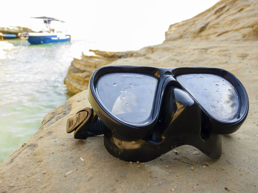 How to Clean and Maintain Your Scuba Mask Properly