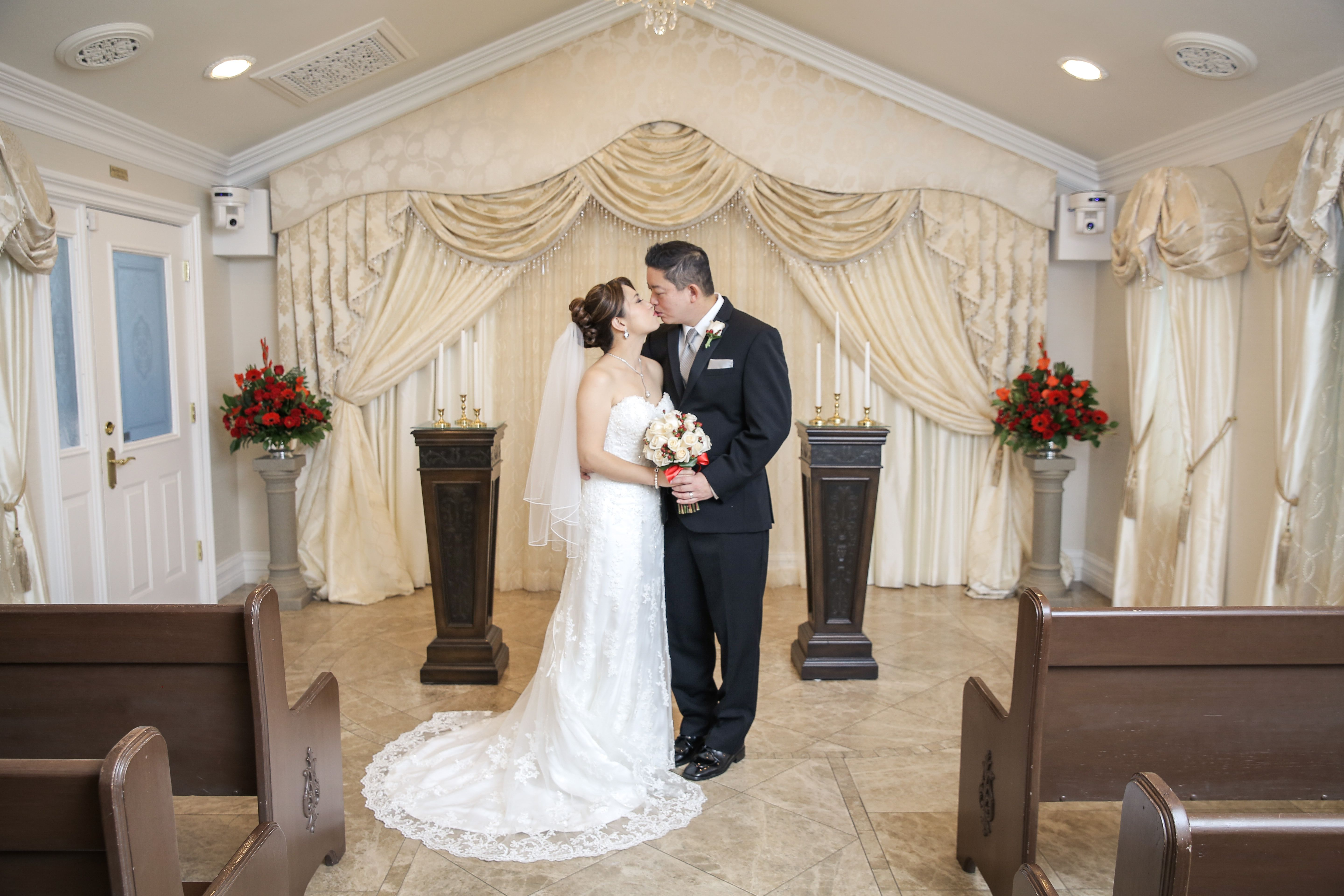 Traditional Weddings In Las Vegas Perfect Wedding Location For Destination Elopement And Legal Ceremonies Chapel Of The Flowers Offer