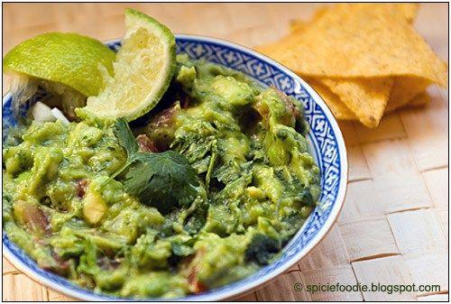 Guacamole; Avocado; Cilantro; Coriander; Tomato; Lime; Onion; Chips; Corn; Tortilla Chips; Snacks; Mexican; Food; Appetizer; Green; salsa; verde; aguacate; healthy snacks; food; vegetable; puree