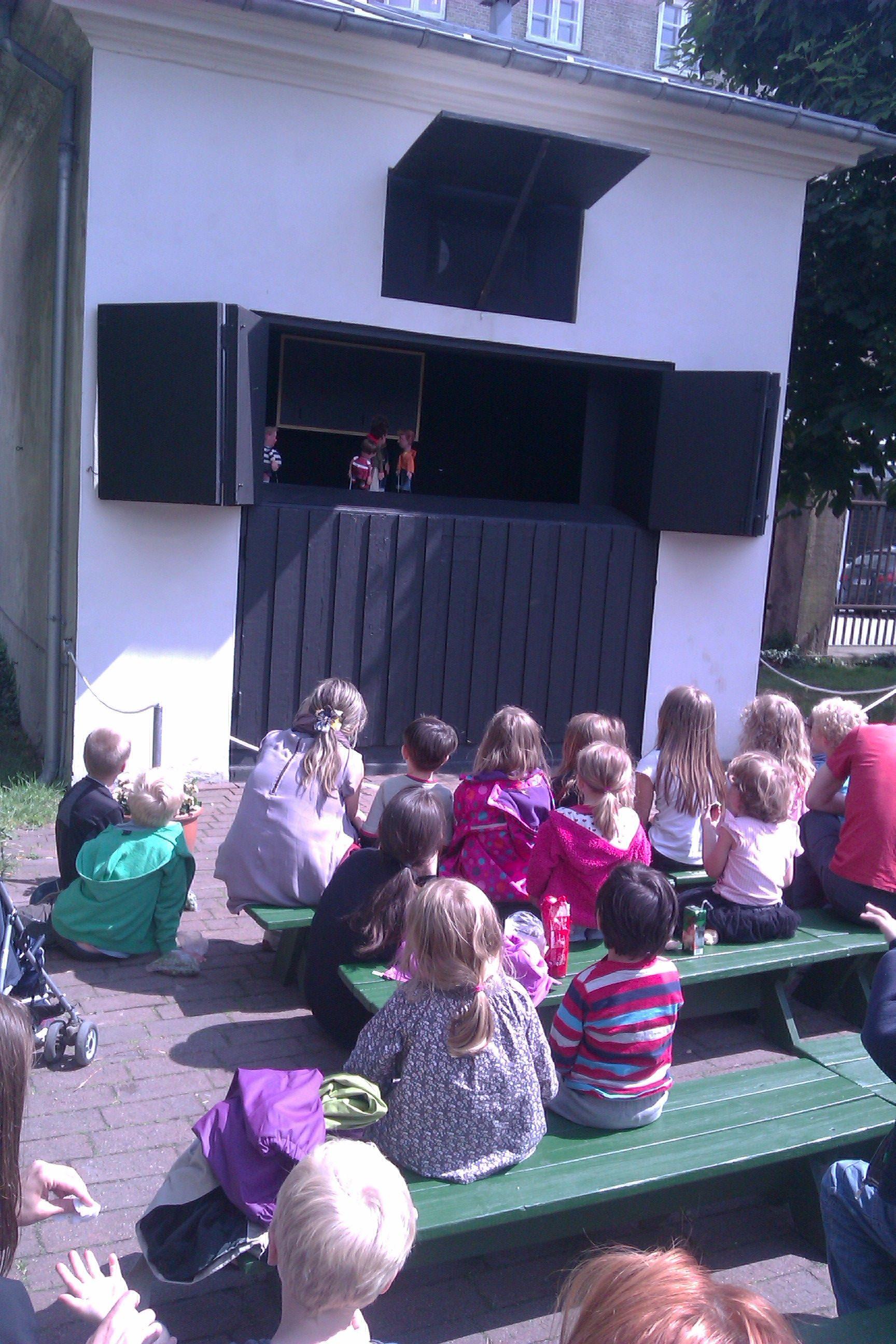 Marionetteatret i Kgs. Have. 2 forskellige gratis forestillinger hver dag hele sommerhalvåret.
