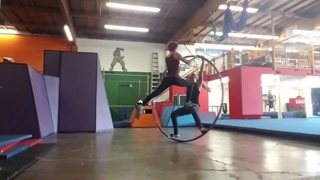 """Gefällt 52 Mal, 6 Kommentare - Angel Griffin (@besmilegoodlife) auf Instagram: """"Update on speed and flow.  #cyrwheel #firestormtalent #sexychick"""""""