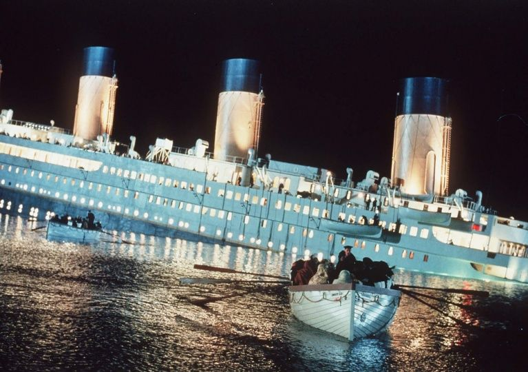 As The Ship Sinks Lifeboats Are Rowed Away In This Scene From The Epic Film Titanic Titanic Movie Titanic Titanic Sinking