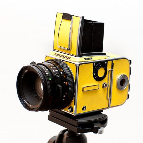Hasselblad 503cw Yellow Kit / Zeiss CF 80mm F2 8 + A12 Back