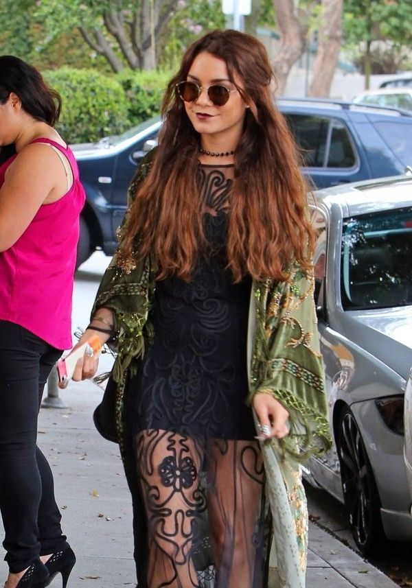 Vanessa Hudgens Stopping by a Hair Studio in West Hollywood on May 16, 2013 - Photos - Funrahi