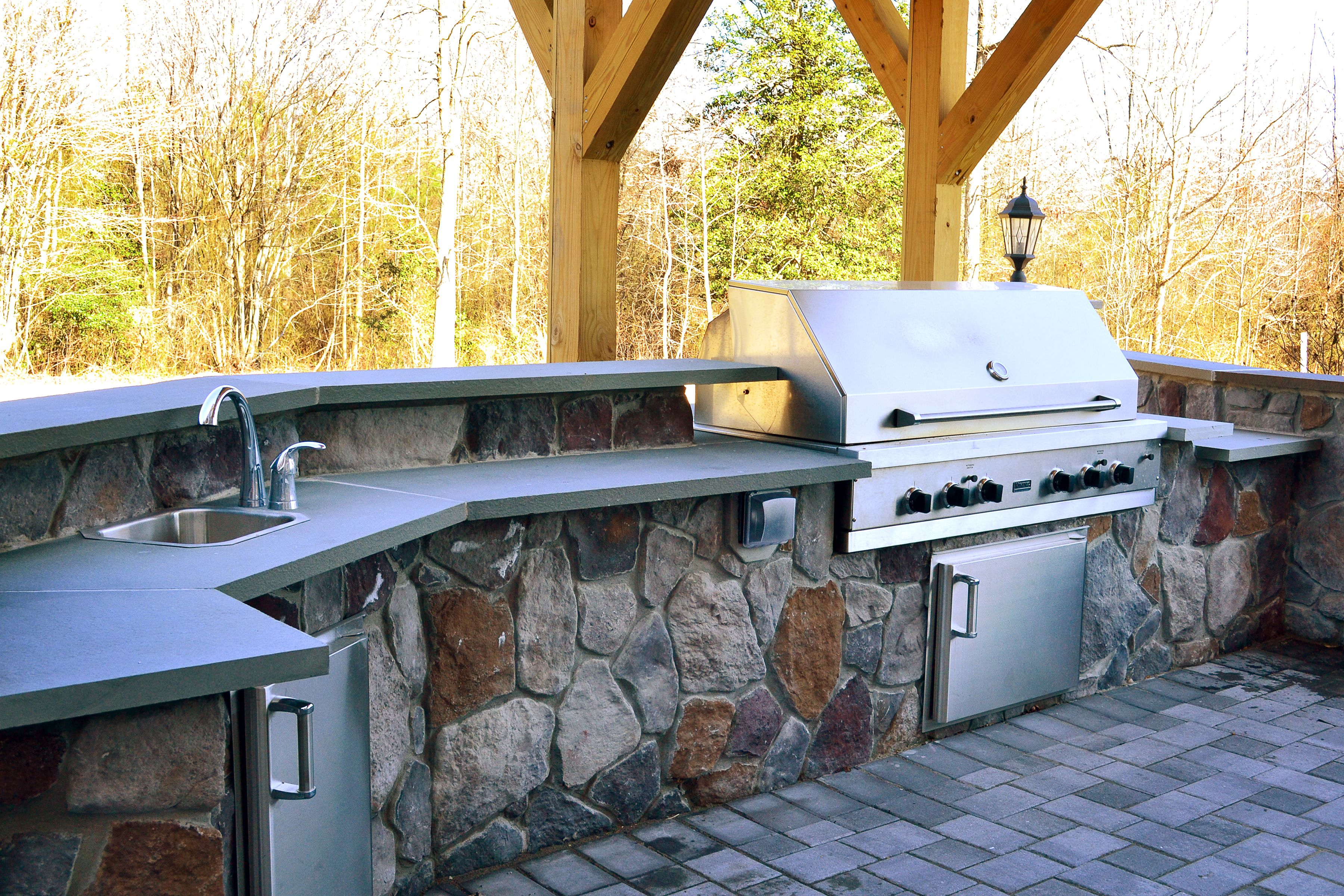 Stone Outdoor Kitchen With A Large Stainless Steel Grill Small Fridge And Sink C Balducci Outdoor Kitchen Countertops Outdoor Kitchen Outdoor Kitchen Design