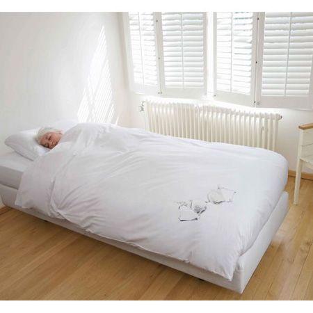 minimalistische slaapkamer, zachte kleuren, lichtinval