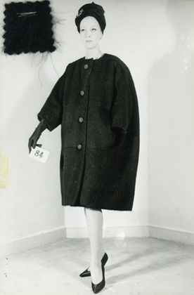 EGG-SHAPED' COAT IN BLACK WOOL, WINTER 1960. Balenciaga