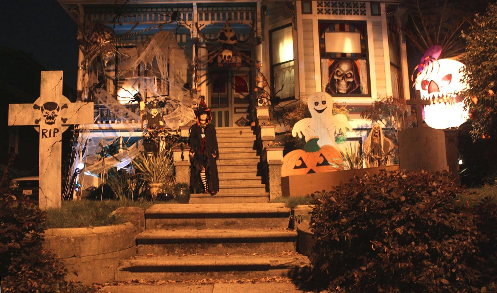 decorated halloween houses in Alameda, CA - Google Search - halloween houses decorated