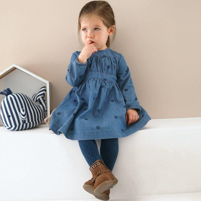 superbe petite robe l g re en jean qui m rite une petite. Black Bedroom Furniture Sets. Home Design Ideas