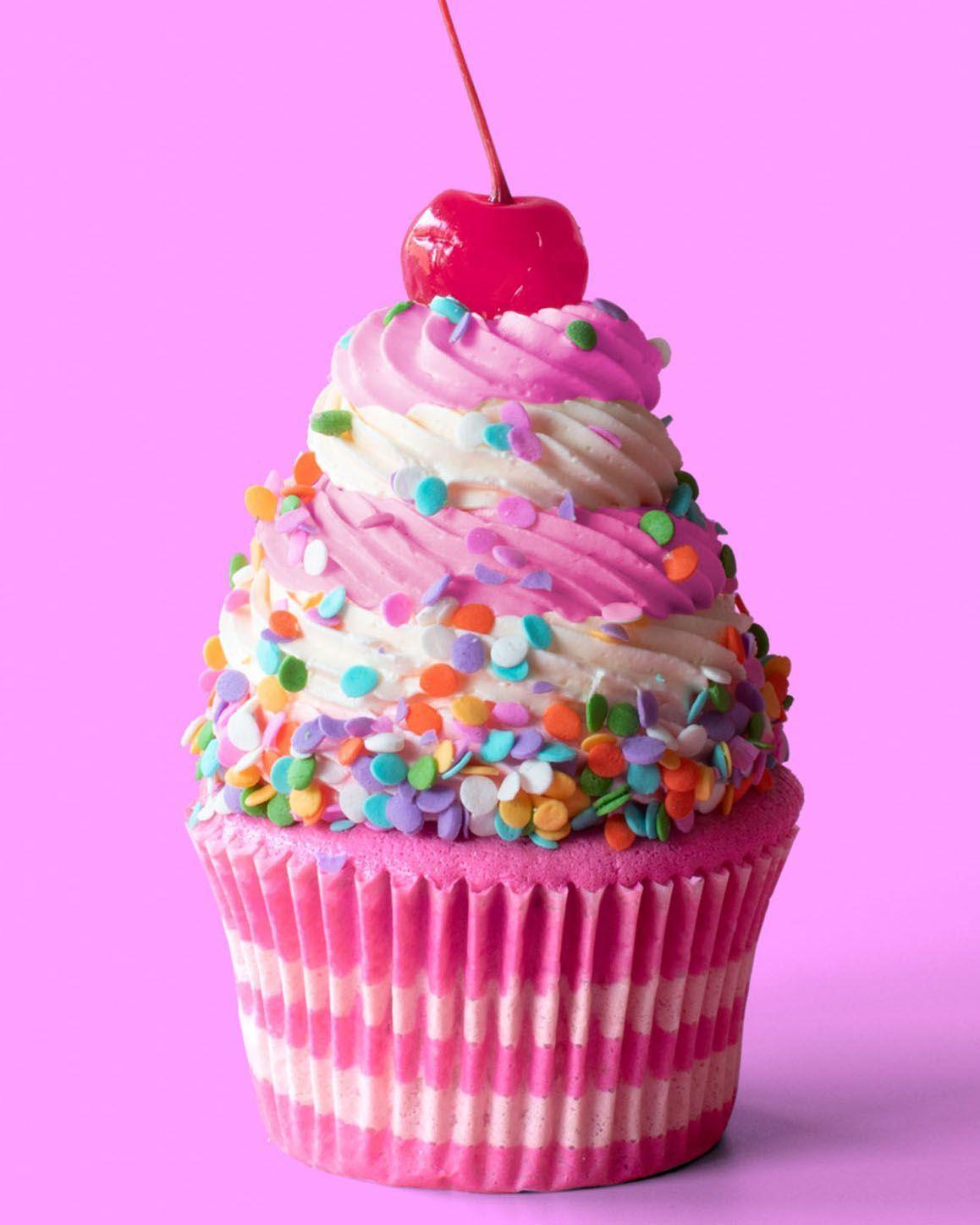 Erdbeer-Geburtstagskuchen-Cupcakes - #birthdaycakes #cake #cakewedding #ErdbeerGeburtstagskuchenCupcakes #GesundesEssen #herzhafte #kuchenrezepte #leckerekuchen #nudelgerichte #vintagecake #waskocheichheute