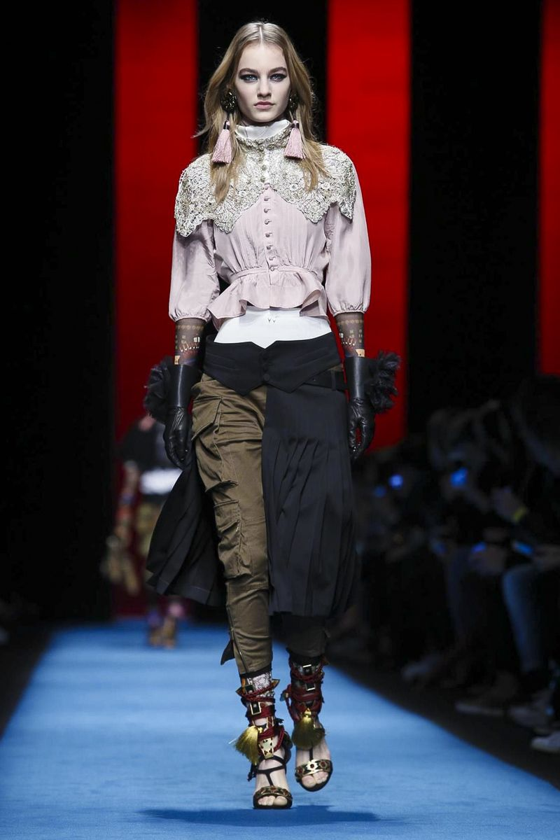 LIVESTREAMING: The Dsquared2Fashion Show, ready-to-wear collection Fall Winter 2016 runway show in Milan